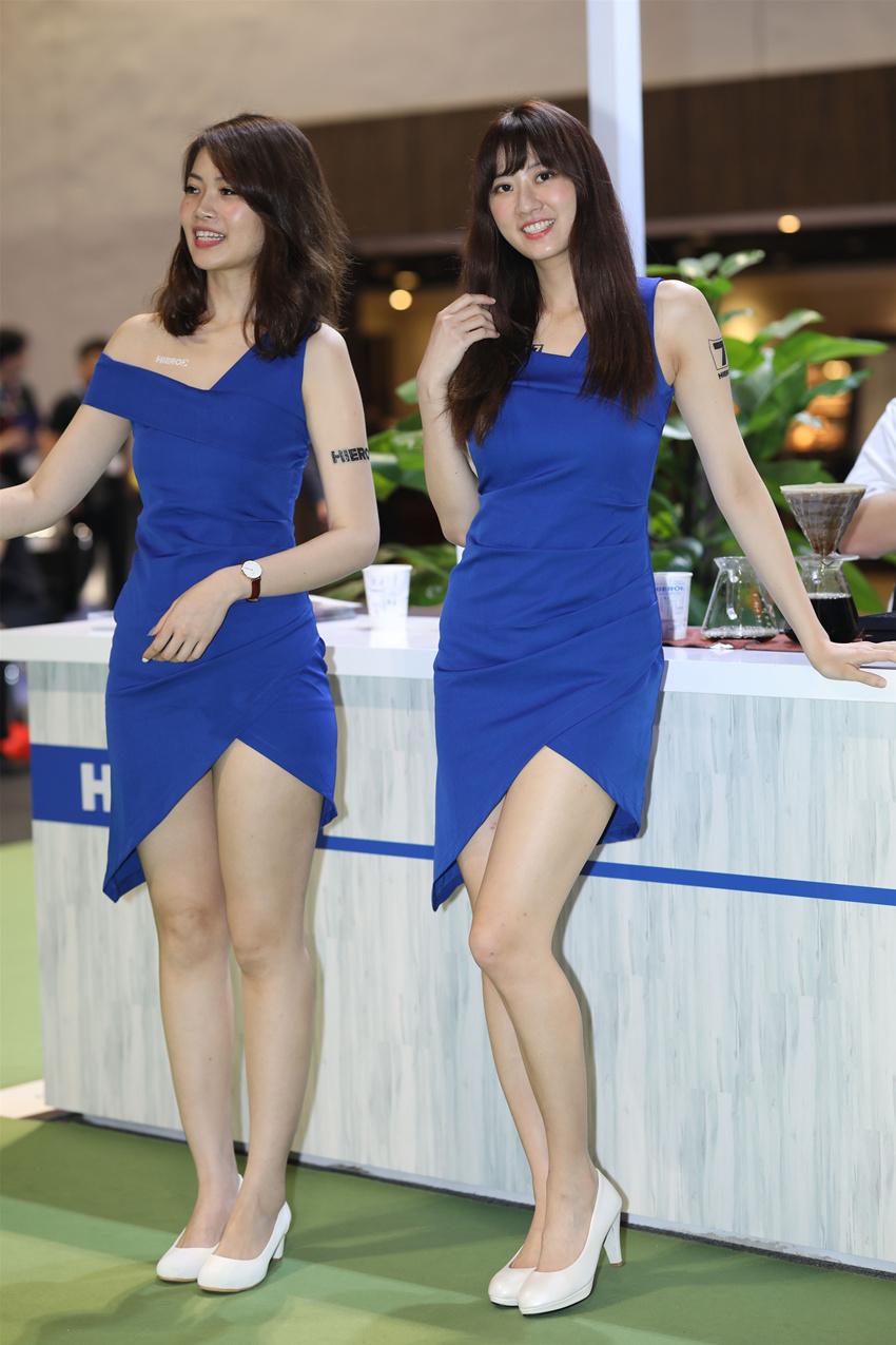 蓝色包臀裙