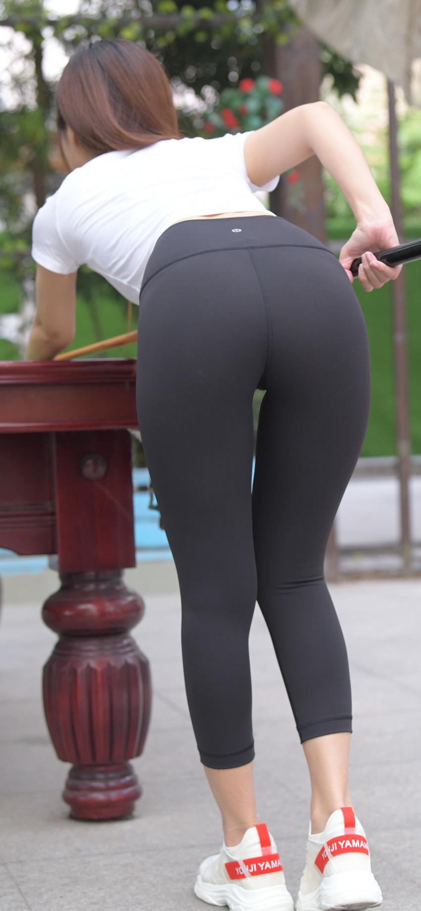 黑色紧身瑜伽裤