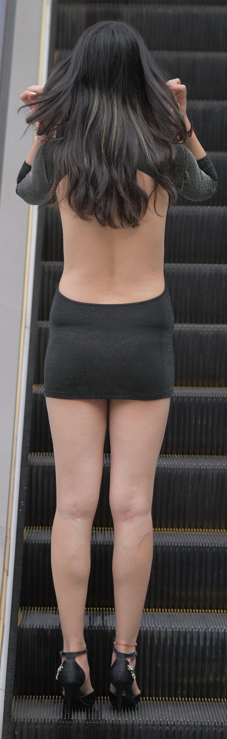 大露背连体短裙