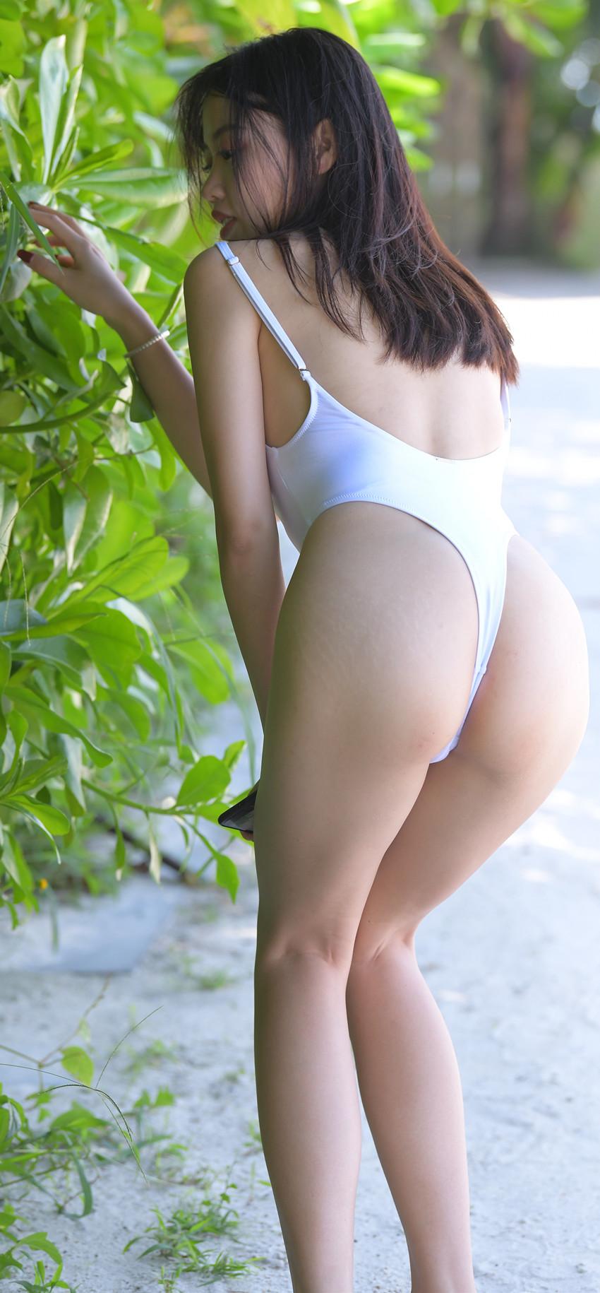 白色高叉连体泳装