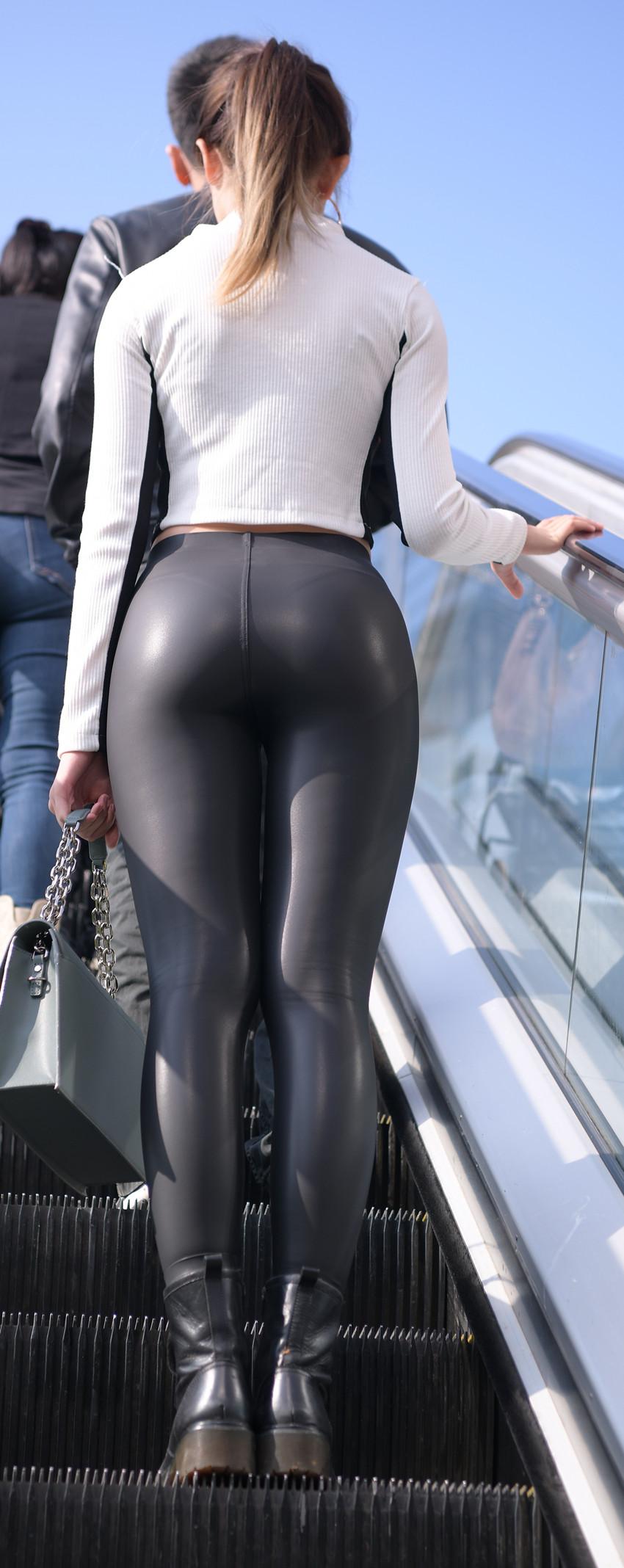 黑色紧身皮裤