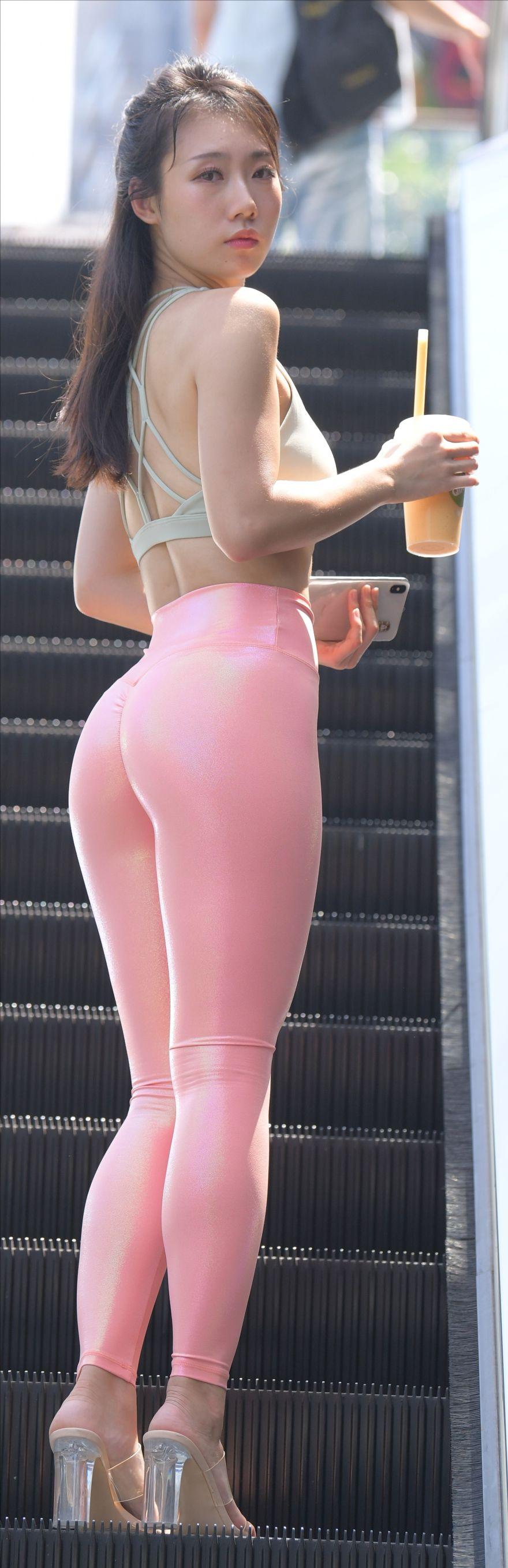 粉亮紧身瑜伽裤