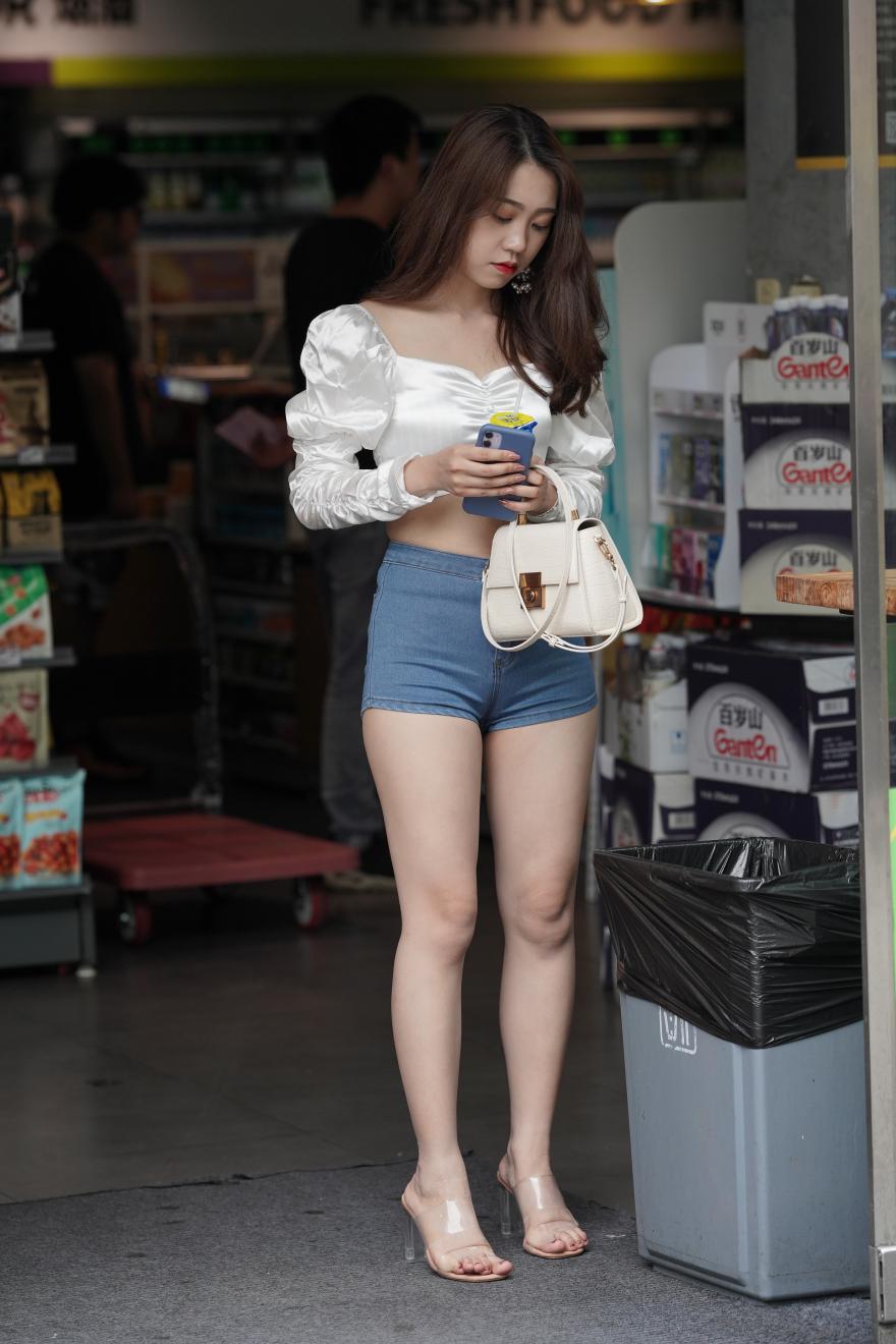 牛仔热裤露脐装