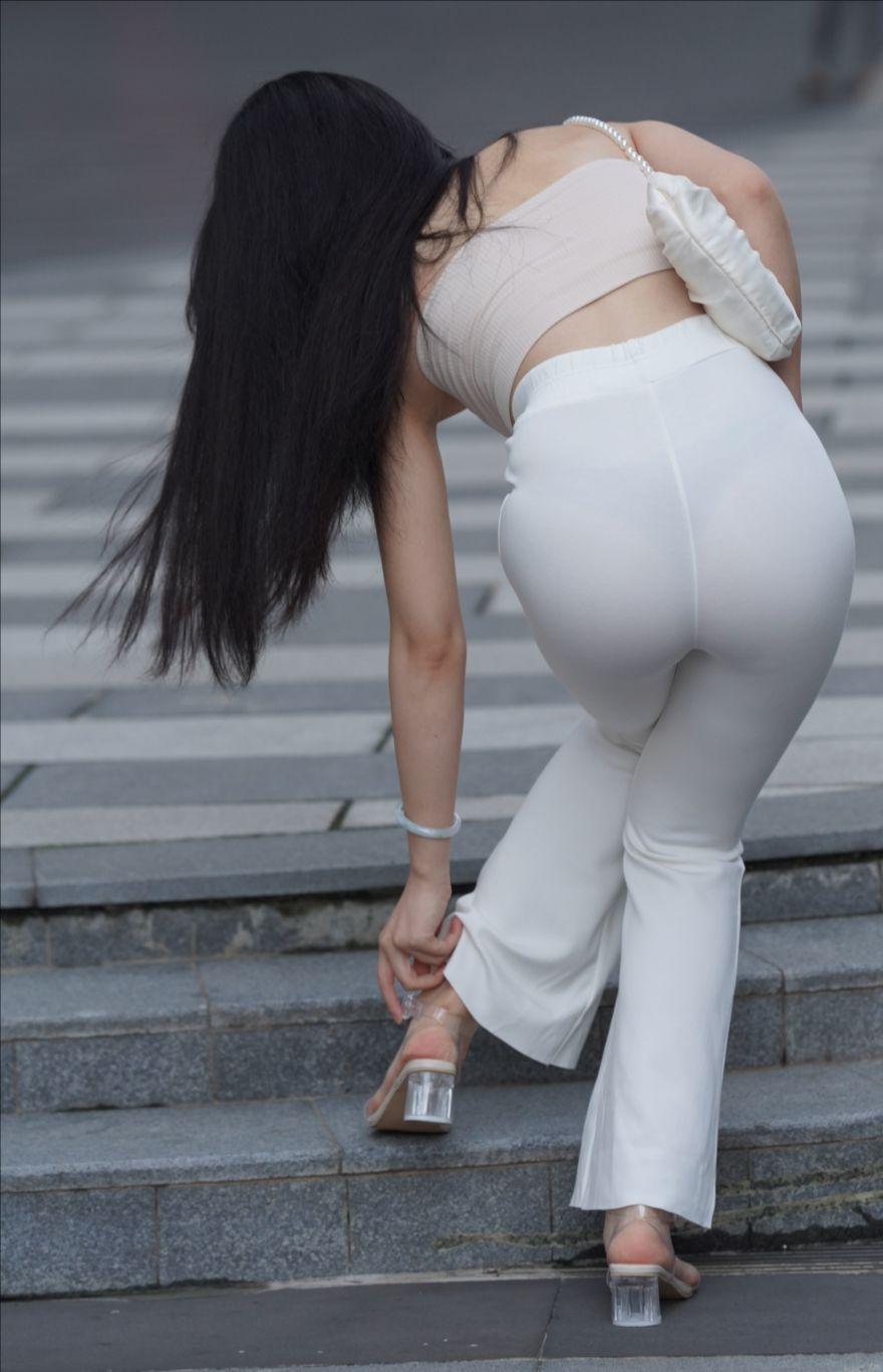 紧身白裤(套图+视频)