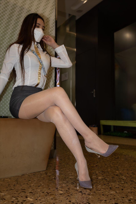 短裙丝袜(套图+视频)