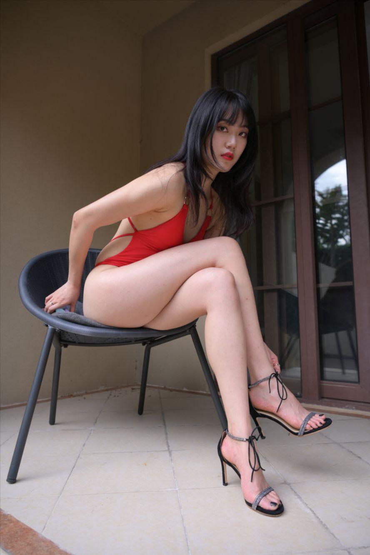 红色泳装(套图+视频)