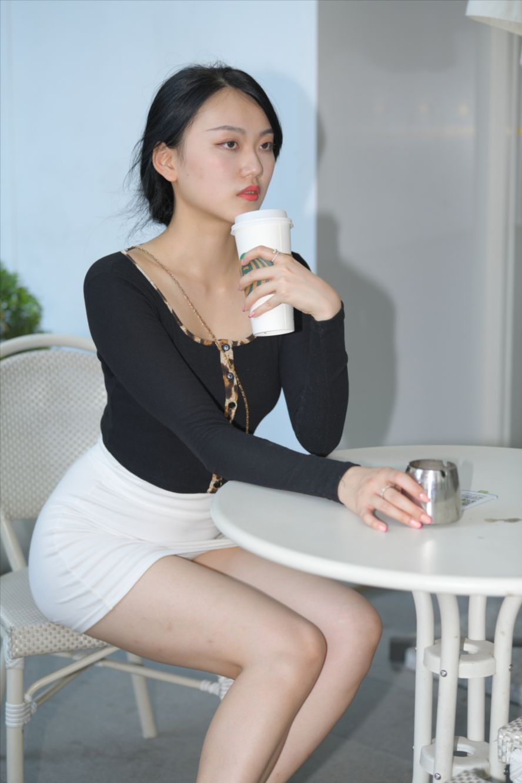 白裙(套图+视频)