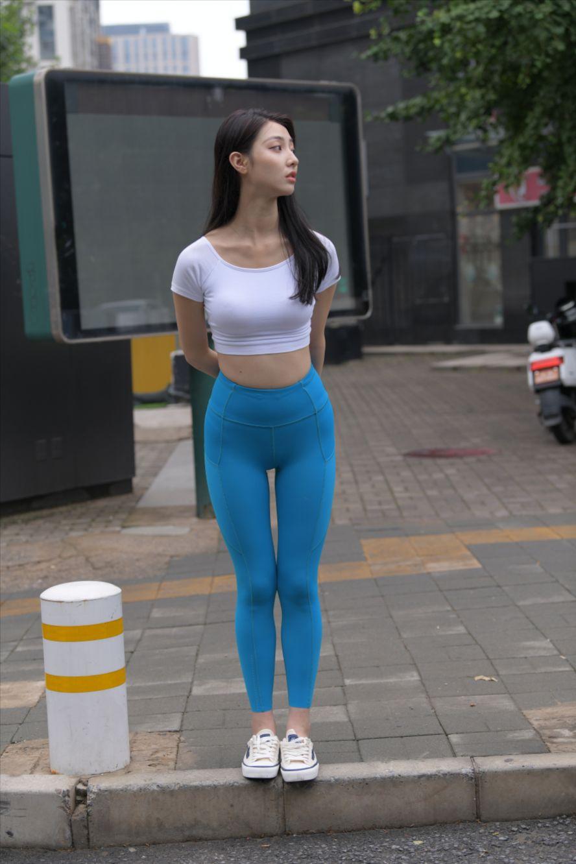 蓝色瑜伽裤紧身裤(套图+视频)