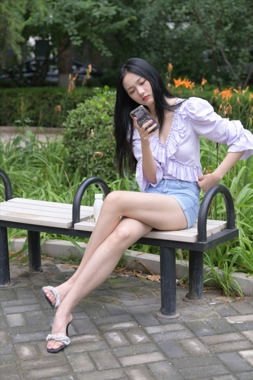 蓝色牛仔热裤长腿美女(套图+视频)