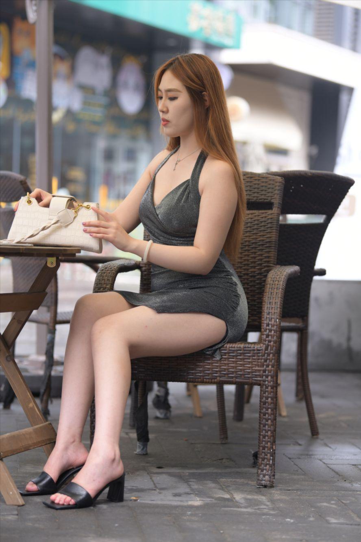 灰色短裙美女(套图+视频)